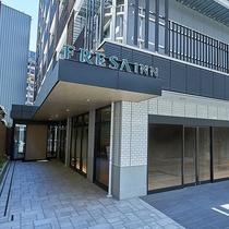JR線「三ノ宮駅」より徒歩3分、阪急・阪神線「神戸三宮駅」より徒歩4分の好立地!