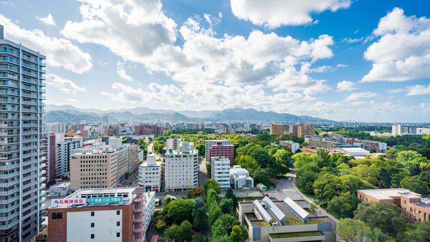西側高層階からの景観(北海道大学と札幌の山並みをお楽しみ頂けます☆)