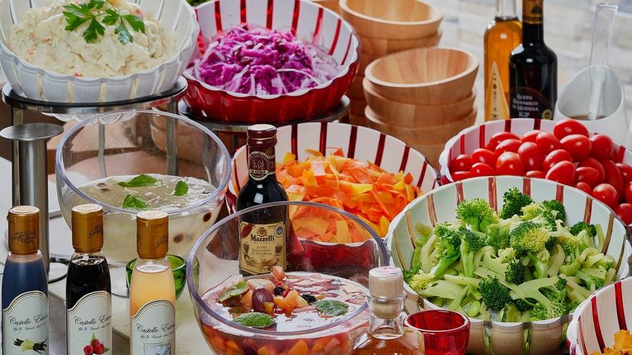 北海道野菜を使用した彩り豊かなホテルオリジナルサラダ