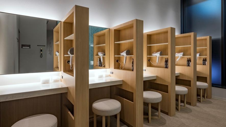 2階女性専用湯上りラウンジには、パウダースペースもご用意しております♪