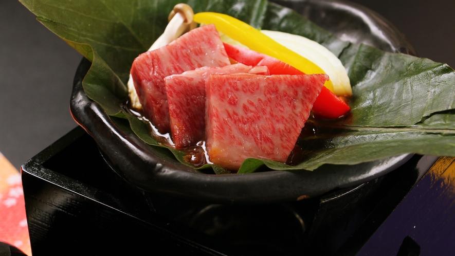 ◆お料理一例◆常陸牛の朴葉焼ステーキ。とろける美味しさが口の中いっぱいに広がります。