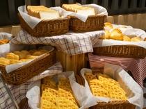 【種類豊富なパン・ワッフル※イメージ】バルミューダのトースターで「カリッ」と焼き上げるのもオススメ