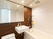 【バスルーム】シャワーヘッドとお湯の温度調整にも便利なサーモスタット式
