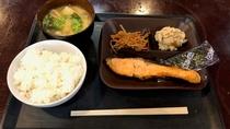 朝食(和食・焼鮭)