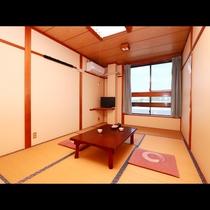 3階和室7.5畳◇シンプルだけど落ち着くお部屋!横窓から海が見えます!