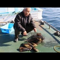 網漁には魚だけでなく貝も沢山かかります♪