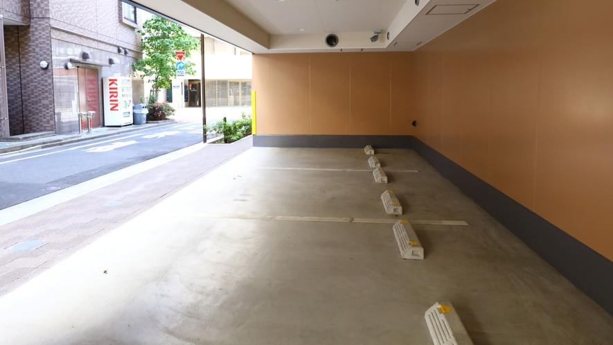 ○【駐車場】車高2.0M。料金:1泊/2,400円(税込)
