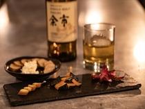 【BAR IGNIS】北海道チーズや燻製の盛り合わせなど、お酒に合うフードメニューを揃えております。