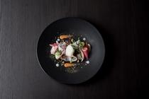 北海道産旬魚のカルパッチョ 季節の野菜と柑橘の香り
