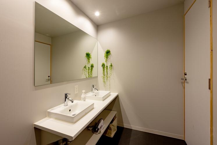 共用バスルーム(洗面台)