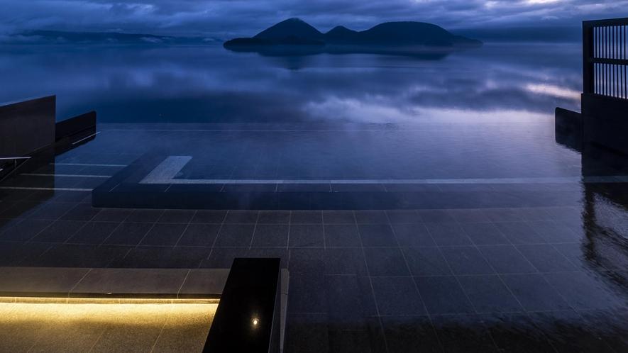 湖上の湯露天風呂(薄暮)