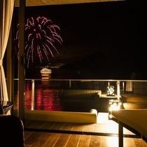 客室テラスからの湖上花火