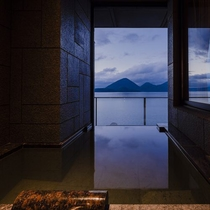 【客室露天風呂】湯張りスイッチ採用。いつも新鮮な温泉をお楽しみいただけます