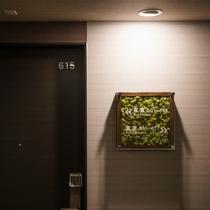 【各階エレベーターホール】にもスカンジナビアモスがお出迎え♪