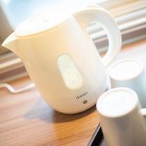 【電気ケトル】温かい飲み物や夜食などに便利!操作も簡単な電気ケトル