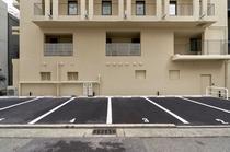 駐車場もご準備ございます。*予約制 6台のみ