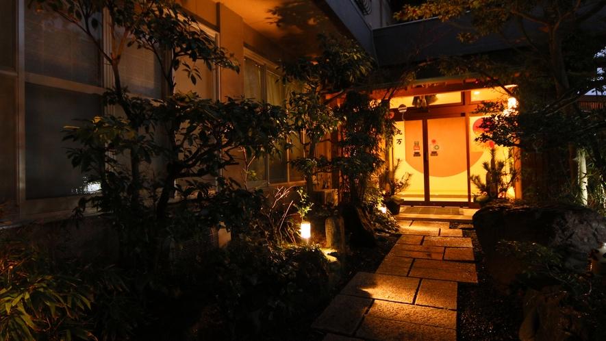 *豊かな自然に恵まれた当館は静かにゆったりと寛げる空間を演出いたします。