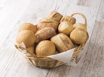 【プレーンパン】食感がソフトからハードのパンまで!スクランブルエッグやソーセージとの相性もバツグン