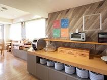 【ラウンジスペース】朝食サービス(6:00〜9:00)チェックイン時間帯はカフェスペースとしても利用
