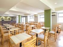 【ラウンジスペース】開放的なラウンジスペースにてご朝食やウェルカムドリンクをお召し上がり下さい
