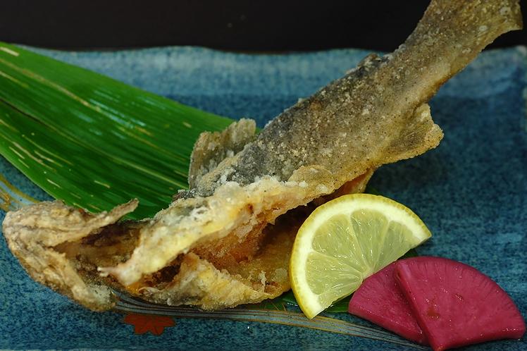 お食事一例(岩魚のから揚げ)