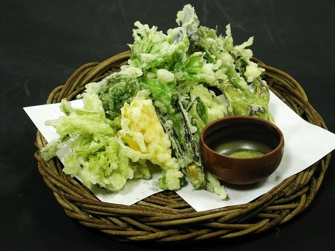 お食事一例(山菜の天ぷら)