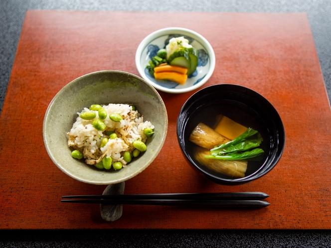 秋の精進料理 ご飯「枝豆ご飯、吸い物、漬物」