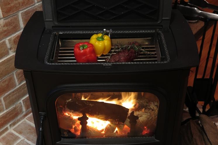 薪ストーブで調理も可能