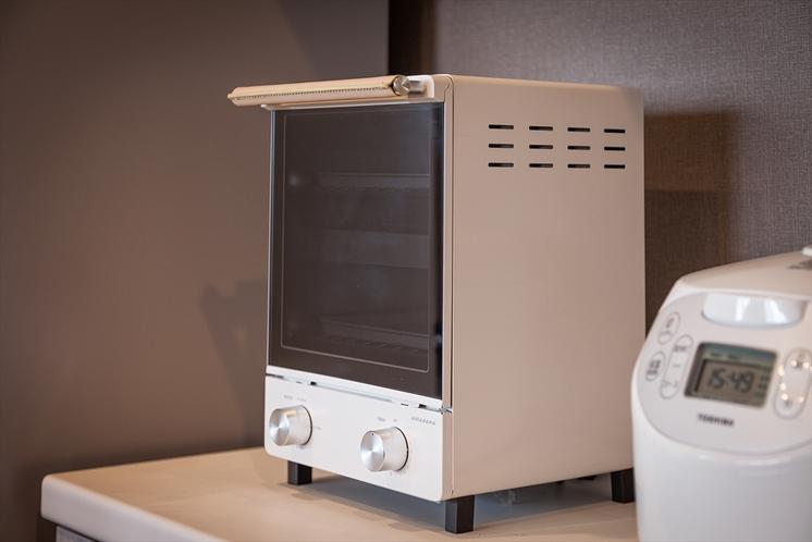 キッチンには、アマダナ オーブントースターをご用意。