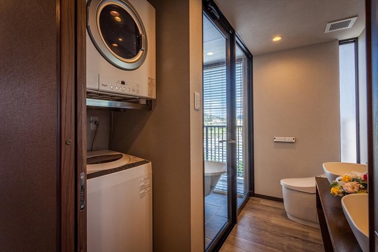 洗面スペースには洗濯機とガス乾燥機を設置、無料でご利用いただけます。