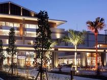 イオンモール沖縄ライカム 車で約12分 沖縄県内最大のショッピングモール