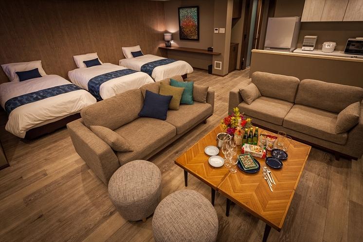 リビングルームのソファーで親しい方々と和やかな時間をお過ごし下さい。