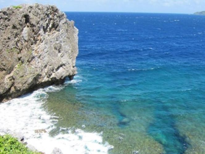 辺戸岬(車で約110分)沖縄の最北端