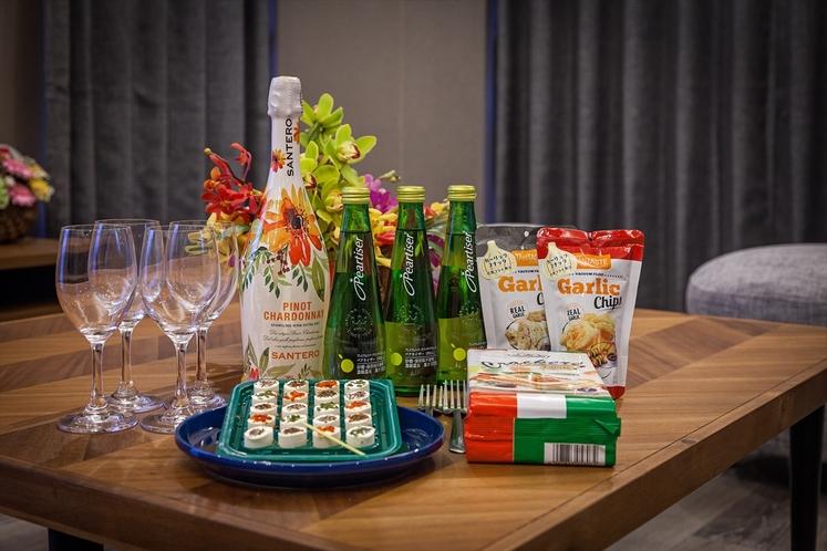 リビングルーム(シャンパンと食材はイメージ)