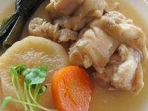 【沖縄郷土料理】沖縄おでん、あしてぃびち(豚足)