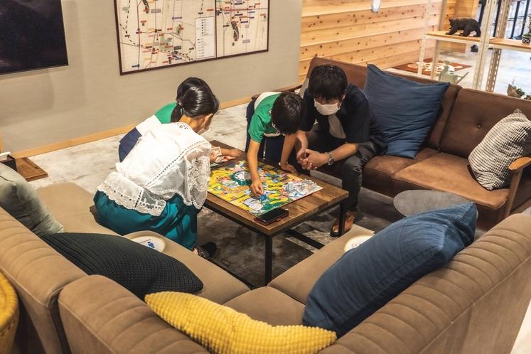 お子様と遊べるゲームの貸し出しがあります。