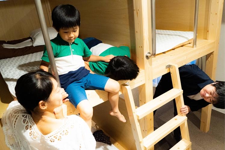 お子様が喜ぶ2段ベッド付きの個室があります。