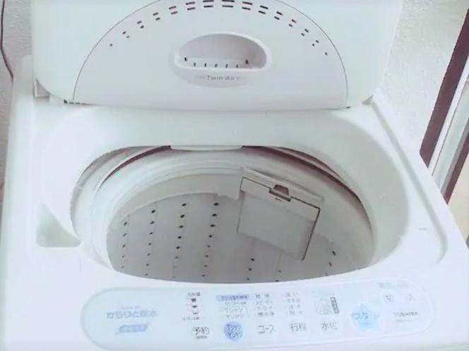 【洗濯機】全室ベランダに設置しています。長期滞在には便利です。