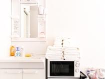 レイアウトは部屋ごとに異なりますが、電子レンジや冷蔵庫など設備機器は全室共通です。
