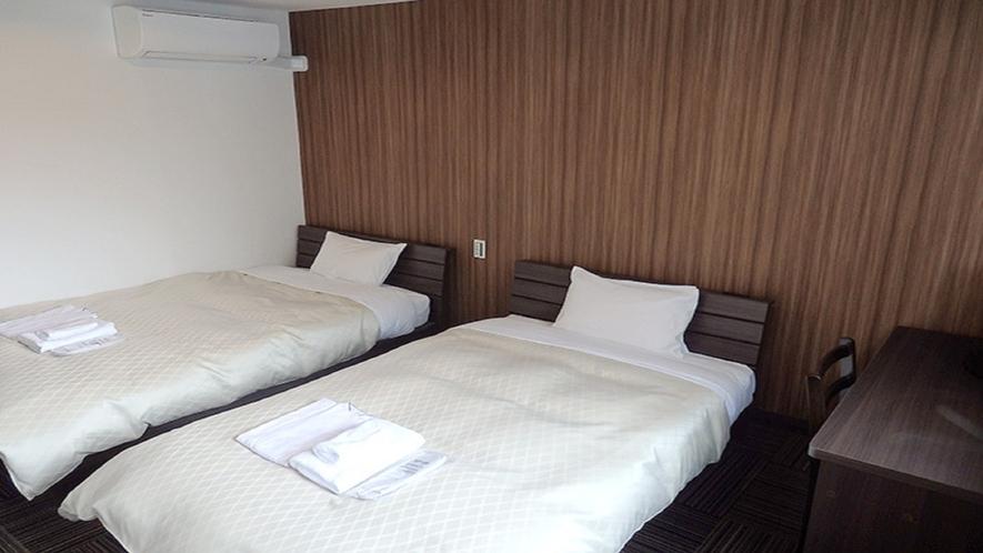 客室(ツイン・セミダブルベッド×2)