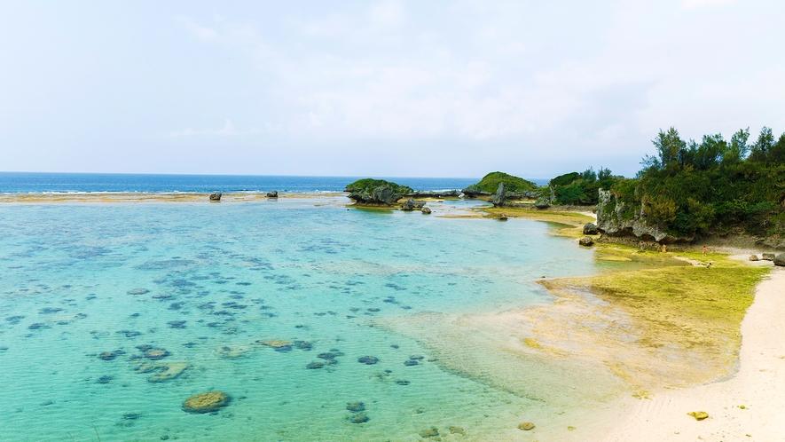 【ビーチ51】[車で5分]読谷村(よみたんそん)で人気のビーチ。青く澄んだ海で気ままにはしゃぐ♪