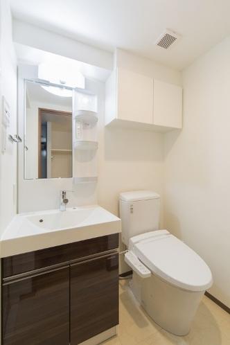 トイレ(シャワートイレ付き)・独立パウダールーム