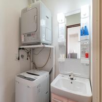 洗面所、洗濯機、乾燥機
