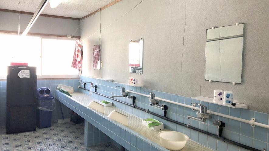 【施設】共同の洗面所をご利用くださいませ。