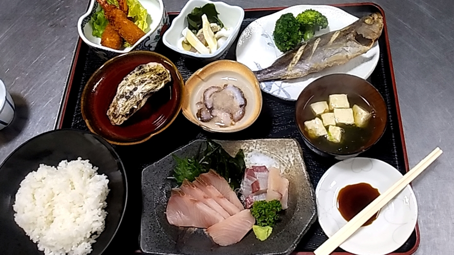 【夕食一例】仕入れ状況などによりお料理内容は異なります♪島グルメをご堪能あれ!