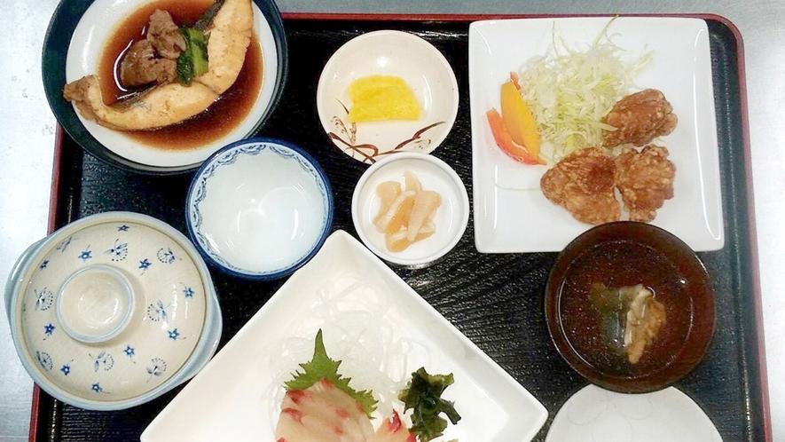 【夕食一例】島グルメならでは!旬のお魚中心のご夕食をお召し上がり下さい。