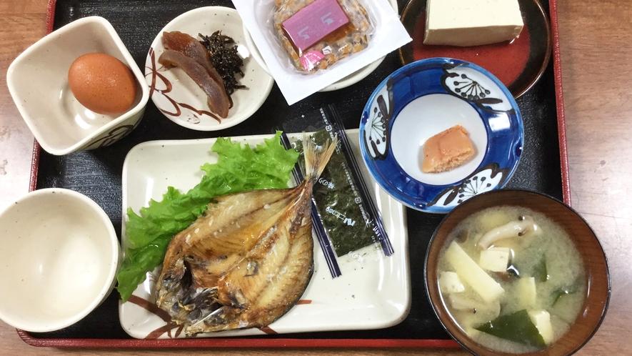 【朝食一例】アジのひらきや納豆など、定番の和定食をお出しします!