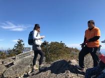 山頂 巨岩にて