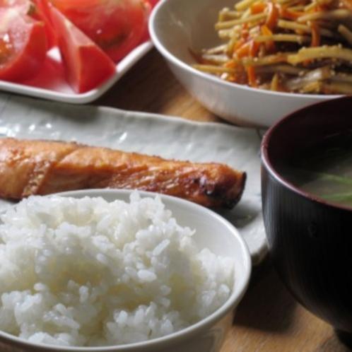 地元の食材をふんだんに使用した朝食です。