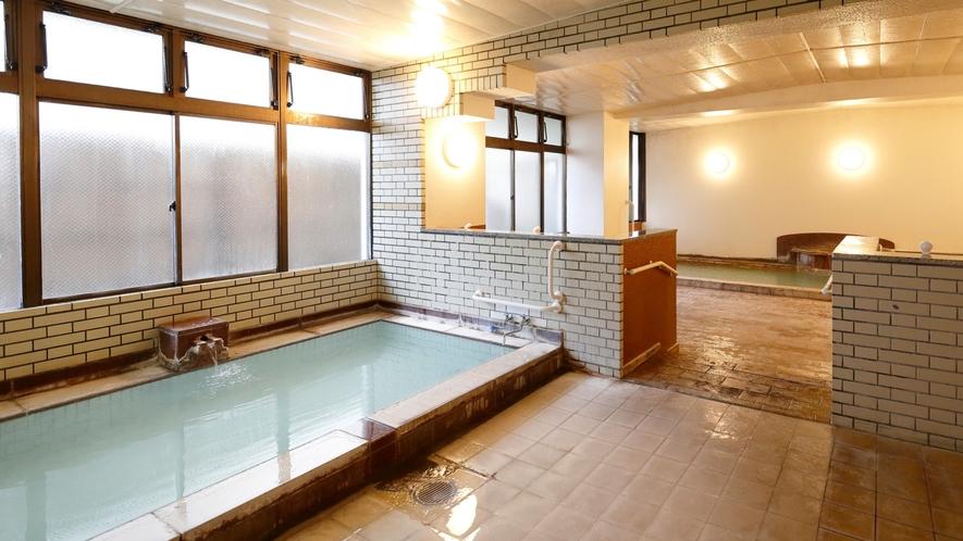【女湯】岳の温泉は熱い!湯舟は2つ。「適温」と「熱め」お好みでお入りください。